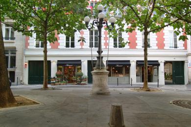 Flamant Paris 8 place furstemberg, 8 rue de l'abbaye 75006 PARIS +33 (0)1 56 81 12 40 www.flamant.com