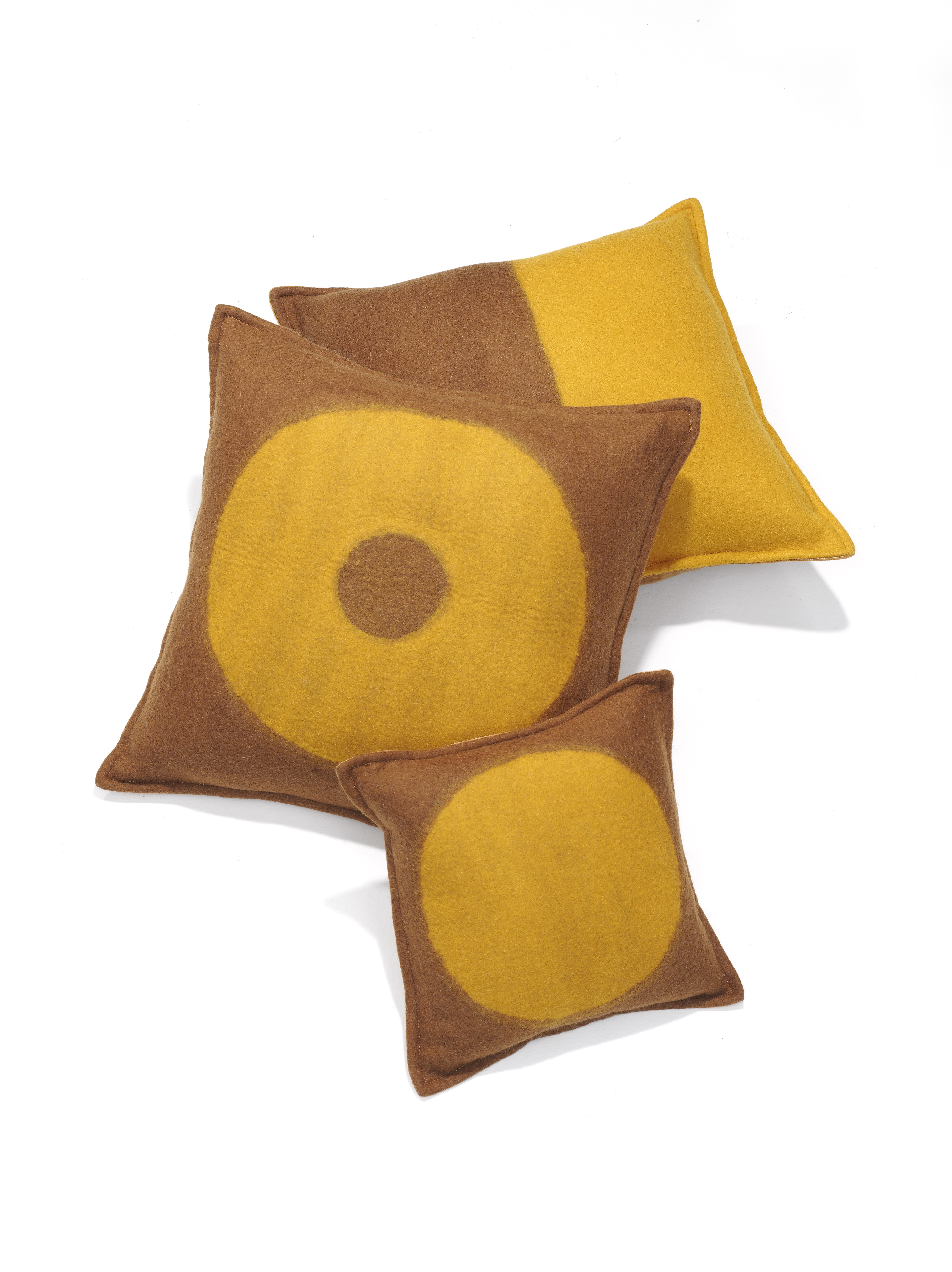 M_and_Otto for Linteloo Glow pillow series brown yellow 2